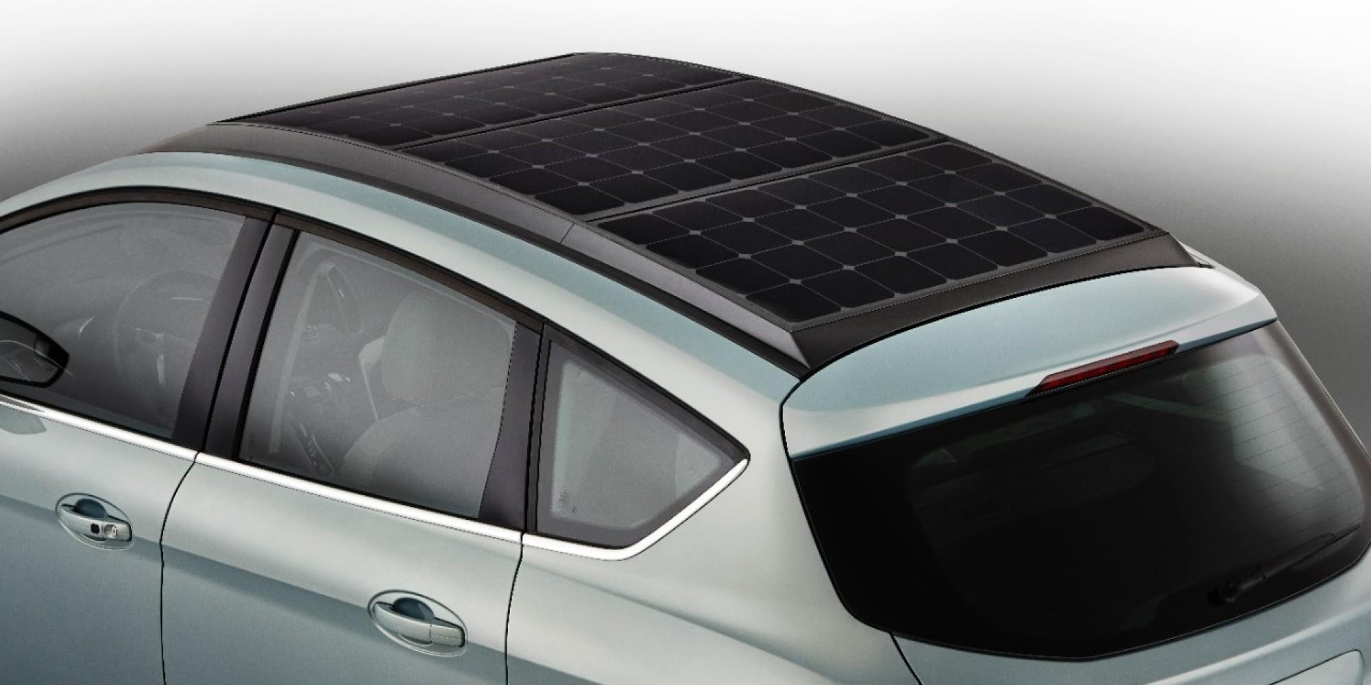 Bil med solceller på taket